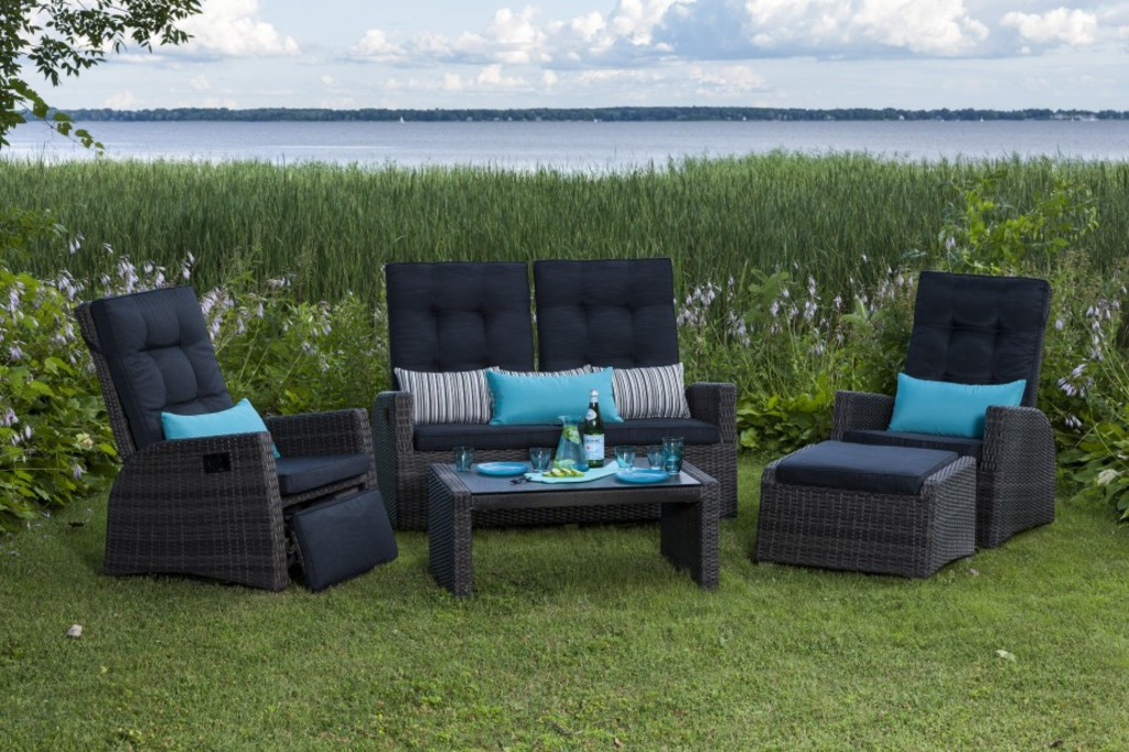<p>Mobilier Royale Deep Seating.</p>