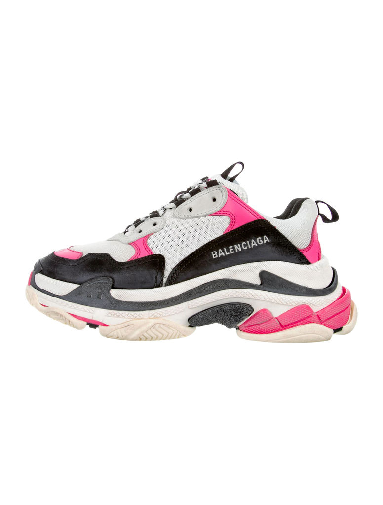Baskets Triple S de Balenciaga, 1342,93 $ chez The RealReal