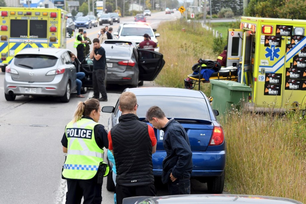 Saguenay (Chicoutimi)Accident Blv Saint Jean Baptiste 6 autos impliquéesPhoto Rocket Lavoie