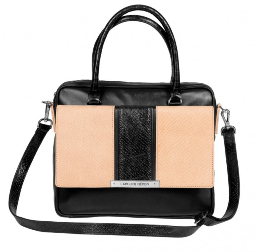 <p>Sac à main «lady» en cuir noir et beige de la collection Caroline Néron, 395 $</p>