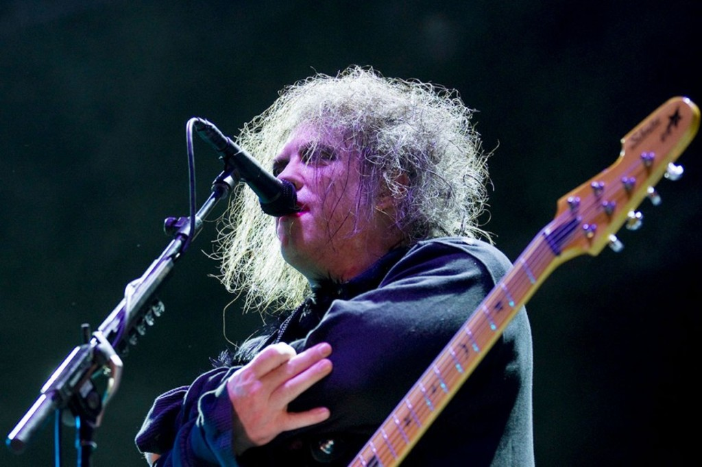 <p>Le chanteur et guitariste Robert Smith du groupe The Cure</p>