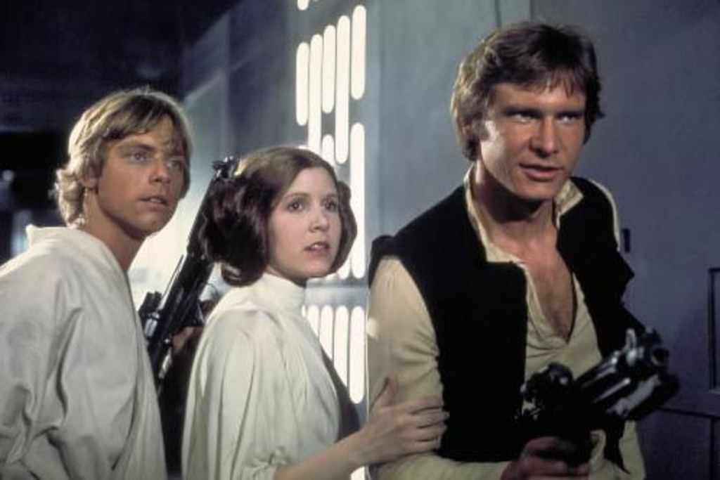 Luke Skywalker (Mark Hamill), Princess Leia (Carrie Fisher) et Han Solo (Harrison Ford) dans un scène de <i>Star Wars (</i>épisode IV)