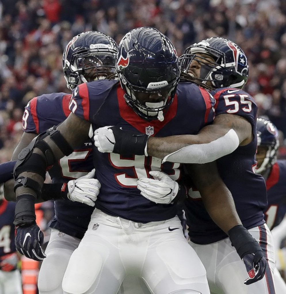 Blessé plus souvent qu'autrement depuis son arrivée chez les Texans de Houston, Jadeveon Clowney a pu démontrer tout son talent samedi en interceptant une passe du quart Connor Cook, des Raiders d'Oakland.