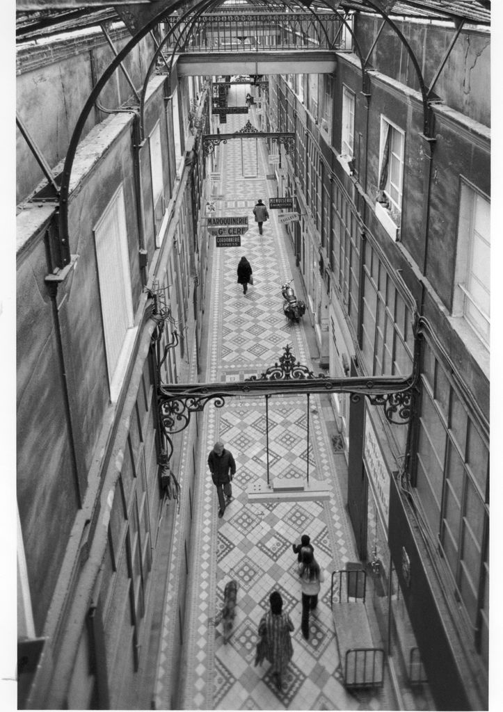 Passage du Grand Cerf (1976) par Robert Doisneau.
