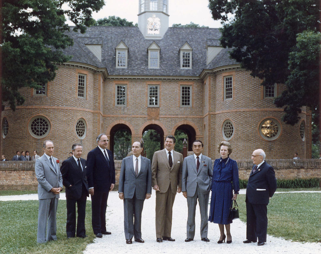 Au G7 de 1983, à Williamsburg en Virginie, où participaient Pierre Elliot Trudeau (Canada), Gaston Thorn (commission européenne), Helmut Kohl (Allemagne de l'Ouest), François Mitterrand (France), Ronald Reagan (États-Unis), Yasuhiro Nakasone (Japon), Margaret Thatcher (Royaume-Uni) et Amintore Fanfani (Italie).