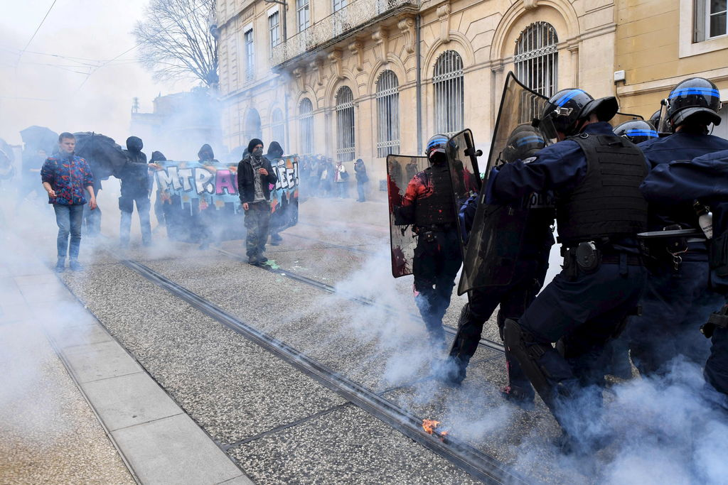 France une manifestation contre le gouvernement d g n re for Ministere exterieur france